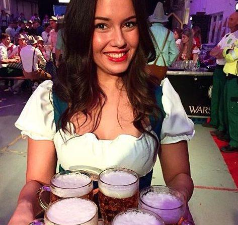 Congres afterparty meeting borrel drankjes en hapjes napraten gasten bedanken catering beeld en geluid business event zakelijke evenementen medisch it ict
